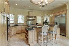 Luxury real estate Elegant home in Piney Point Village