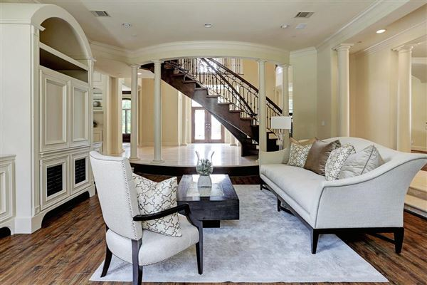 Mansions in Elegant home in Piney Point Village