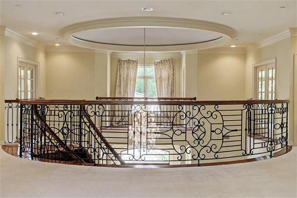 Elegant home in Piney Point Village luxury real estate