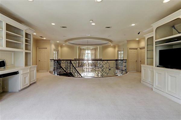 Luxury properties Elegant home in Piney Point Village