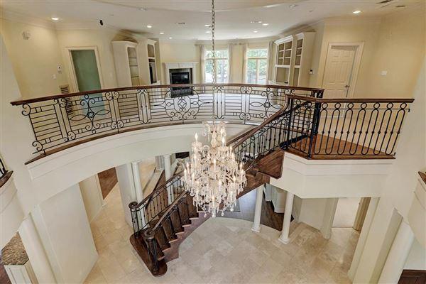 Mansions Elegant home in Piney Point Village