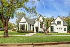 Mansions in fabulous recent construction on a large corner lot