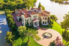 Mansions Exquisite custom waterfront estate