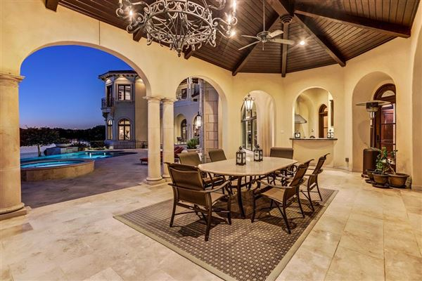Luxury homes in Exquisite custom waterfront estate