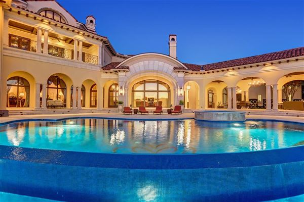 Luxury homes Exquisite custom waterfront estate