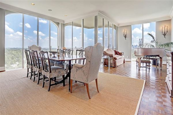 Luxury homes in prestigious 15th floor residence