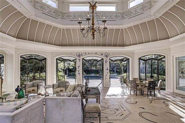 Mansions gorgeous one-of-a-kind property