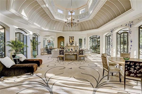 Luxury homes gorgeous one-of-a-kind property