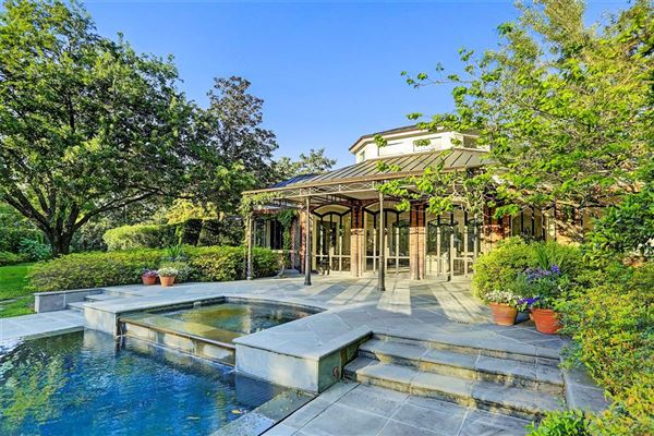 gorgeous one-of-a-kind property mansions