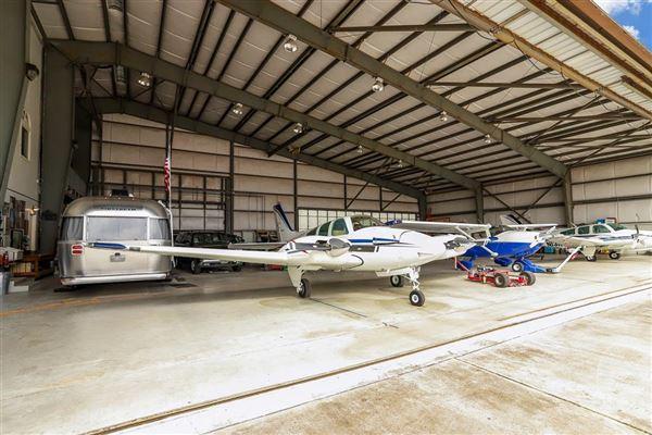 Luxury properties custom hangar house - finest in aviation lifestyle