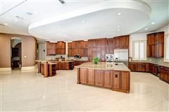 Luxury homes sprawling mansion in desirable Rivercrest