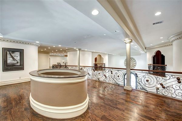 sprawling mansion in desirable Rivercrest mansions