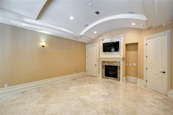 Mansions in sprawling mansion in desirable Rivercrest