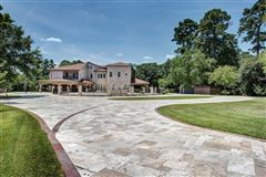 Luxury properties sprawling mansion in desirable Rivercrest