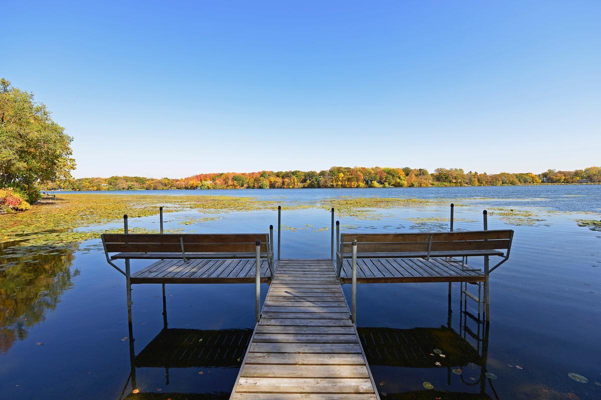 Luxury homes Waycliffe on Gleason Lake