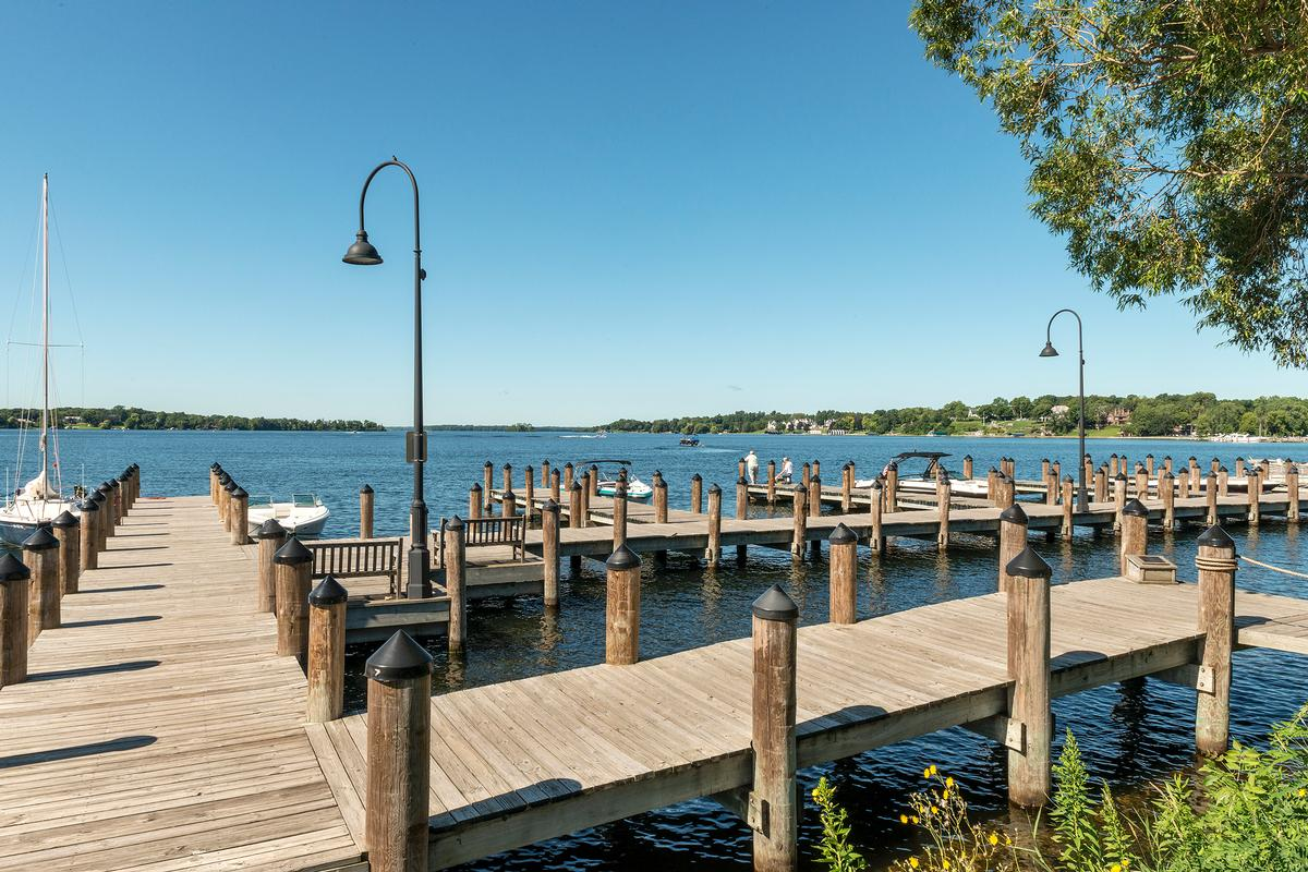 Luxury real estate Waycliffe on Gleason Lake