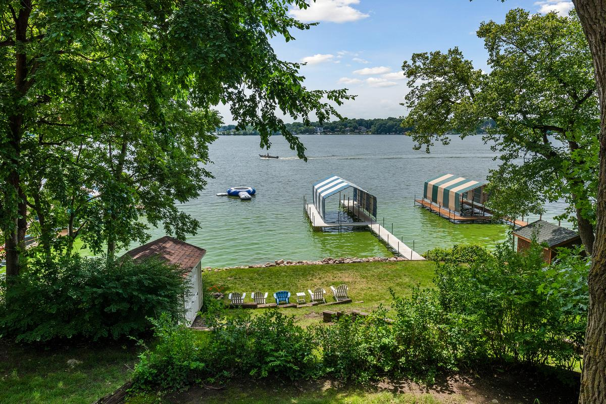Luxury real estate Peaceful Jennings Bay Lakefront
