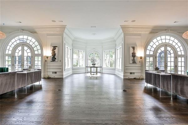Mansions eight-acre Equestrian Estate on the Chattahoochee River