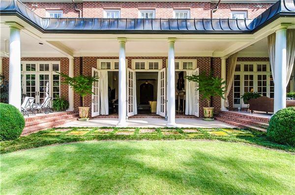 Luxury real estate a magnificent estate in premier tuxedo park