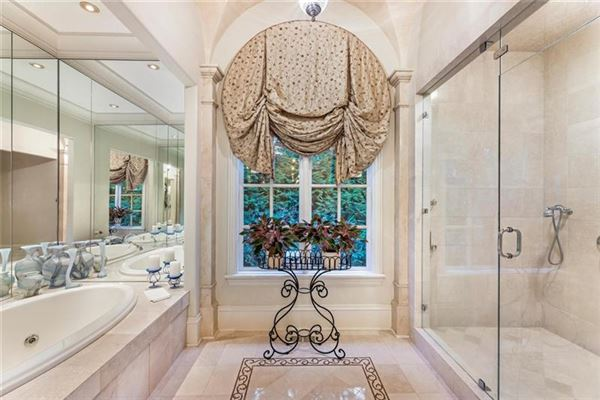 Luxury homes in a magnificent estate in premier tuxedo park