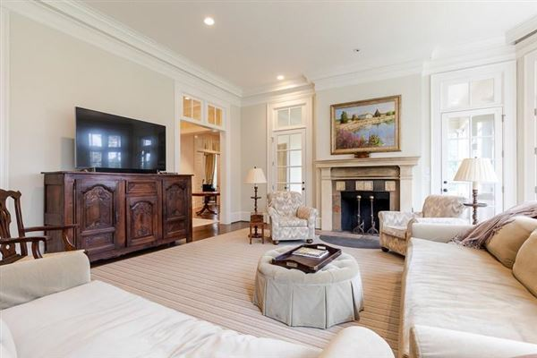 Luxury homes in  amazing Spitzmiller and Norris designed home