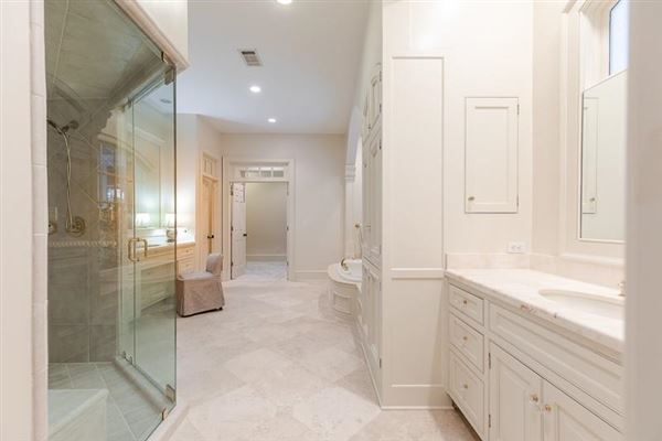 Luxury real estate  amazing Spitzmiller and Norris designed home