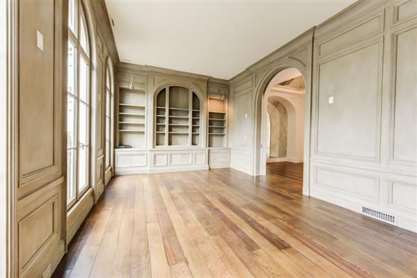townhome Modeled after Place de vogue in Paris luxury properties
