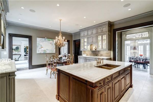 Luxury homes in White Oaks - exceptional gated estate