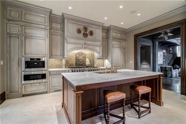 Mansions in White Oaks - exceptional gated estate