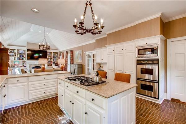 Luxury properties Beautiful Buckhead classic in atlanta
