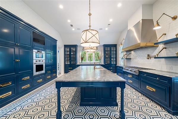 Tuxedo Park gem with a fresh look mansions