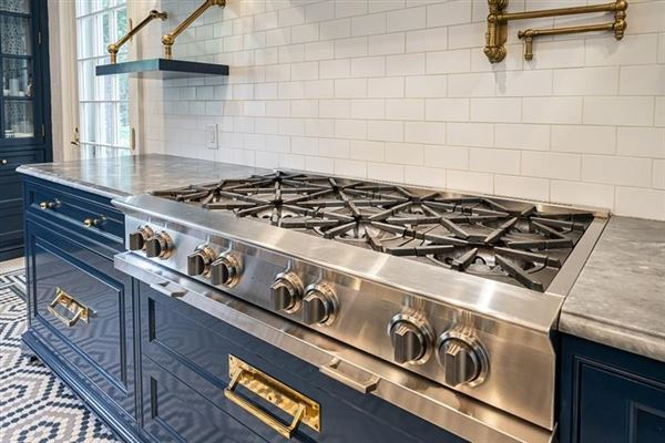 Luxury homes in Tuxedo Park gem with a fresh look