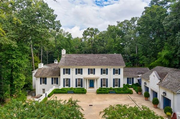 Mansions Tuxedo Park gem with a fresh look