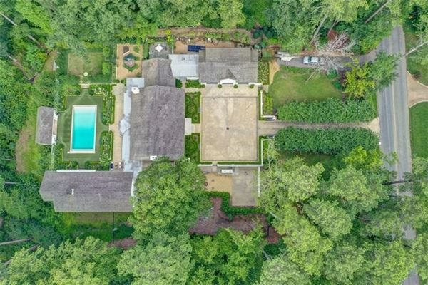 Mansions in Tuxedo Park gem with a fresh look