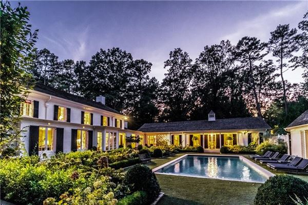 Luxury real estate painstakingly restored tuxedo park estate
