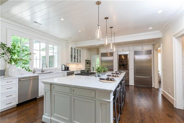 Mansions in gorgeous home in Georgia on private cul-de-sac lot