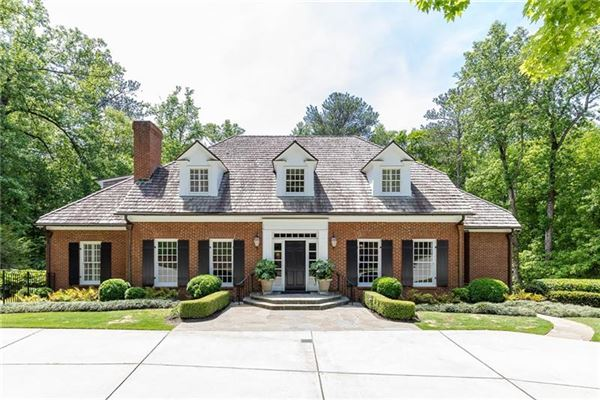 Mansions gorgeous home in Georgia on private cul-de-sac lot
