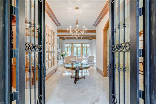 Luxury properties Private estate on 2 beautiful acres