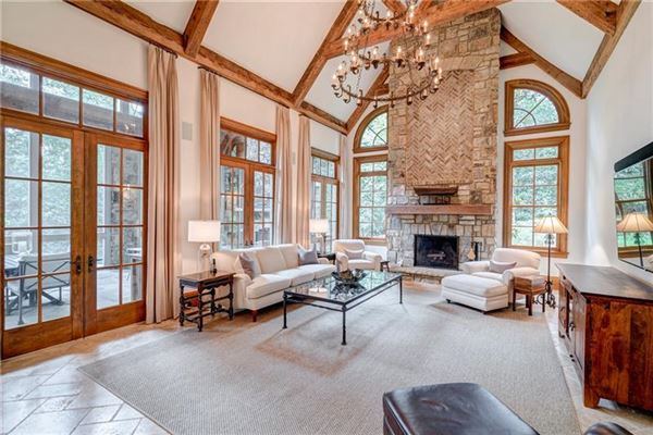 Luxury real estate Private estate on 2 beautiful acres