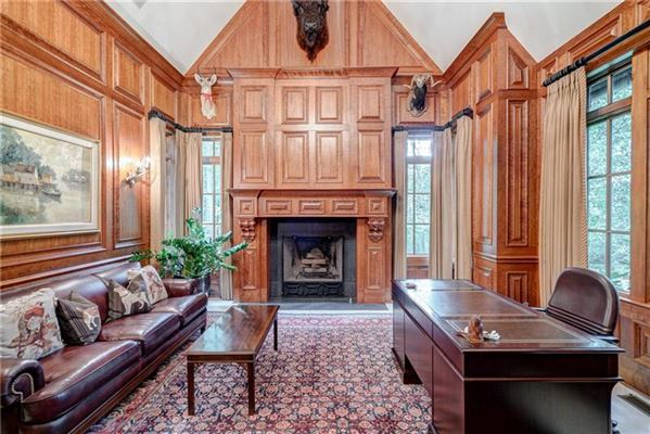 Mansions Private estate on 2 beautiful acres