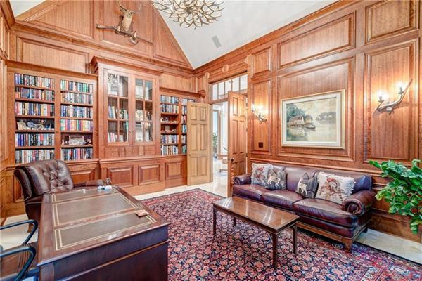 Private estate on 2 beautiful acres mansions