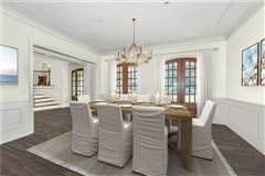 Mansions in  Elegant home in the heart of North Buckhead