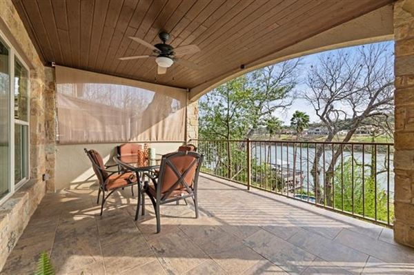 breathtaking Lake Austin waterfront property mansions