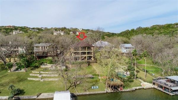 Luxury homes in breathtaking Lake Austin waterfront property