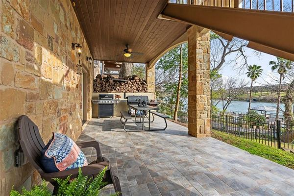 breathtaking Lake Austin waterfront property luxury properties