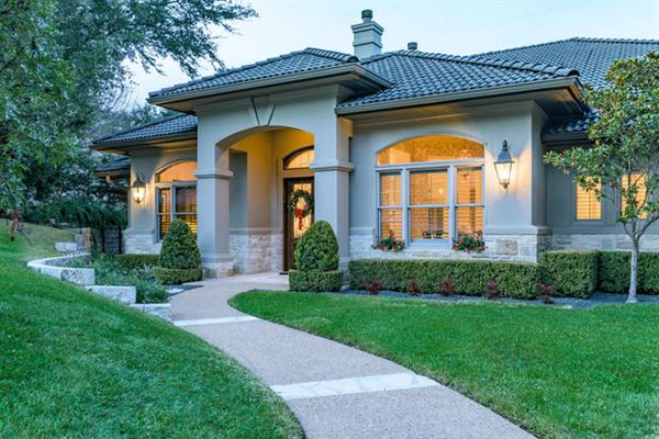 Mansions Beautifully-appointed sophistication in austin