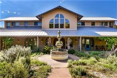 Luxury homes in beautiful home awaits