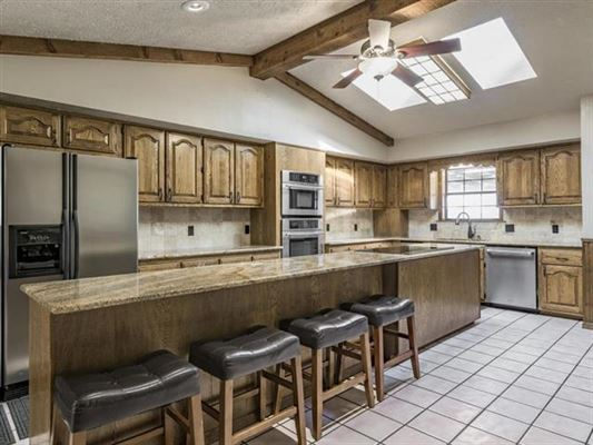 Unique opportunity in Giddings luxury homes