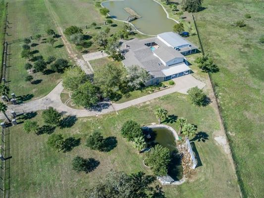 Unique opportunity in Giddings luxury properties