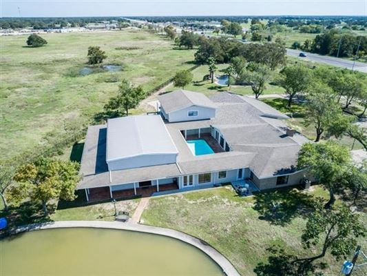 Unique opportunity in Giddings mansions